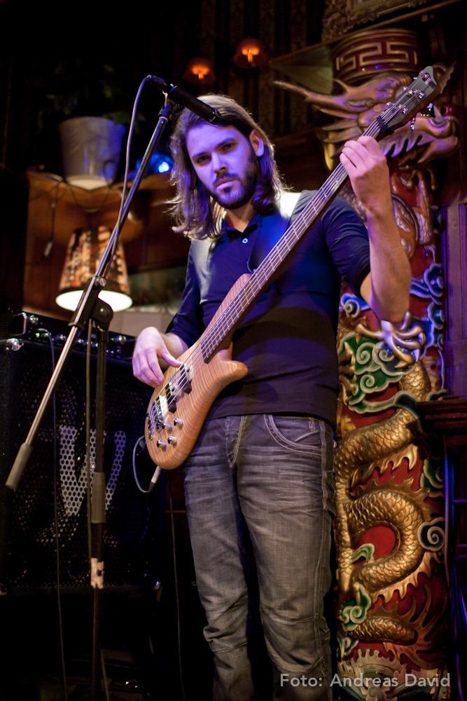 Simon Birkholz am Bass