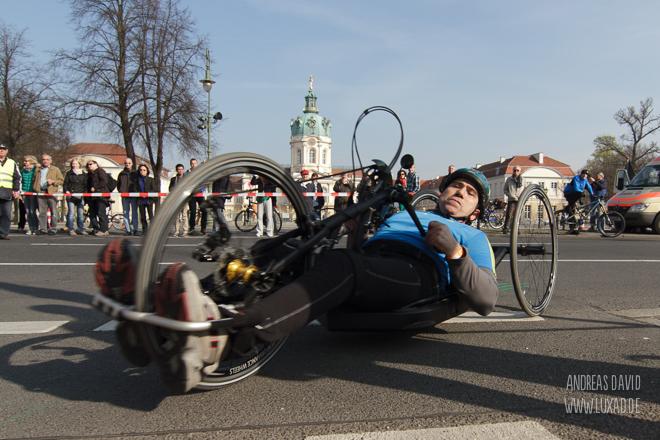 Handbiker beim Vattenfall Halbmarathon Berlin 2014