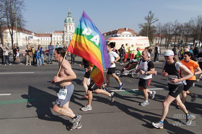 Pace-Fahne beim Halbmarathon Berlin 2014
